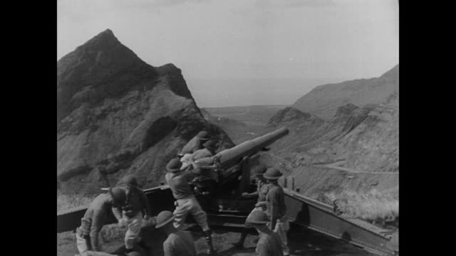 japanese soldiers load artillery gun in rural outpost during wwii - guerra del pacifico video stock e b–roll