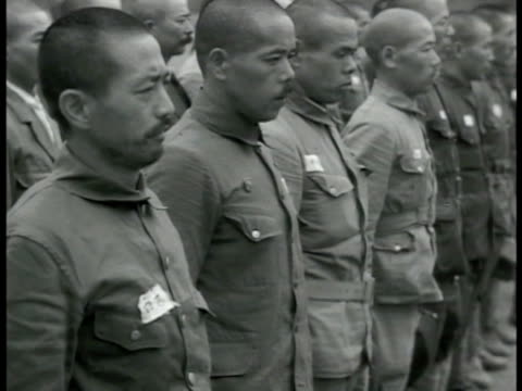 vídeos de stock, filmes e b-roll de japanese soldiers marching in parade w/ flags ws soldiers standing at attention ws soldiers in formation marching bg ws soldiers attaching bayonets... - guerra do pacífico