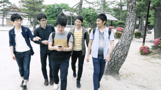 ms 日本学生公園でぶらぶら - istockalypse点の映像素材/bロール