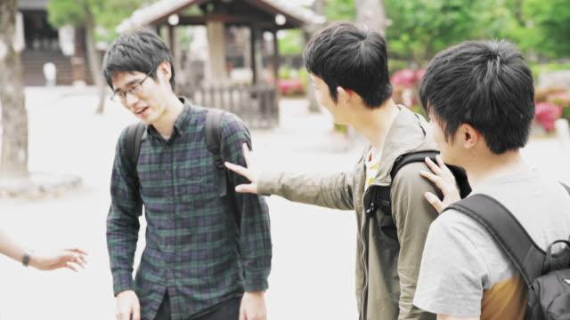 MS LA japanische Studenten hängen im park