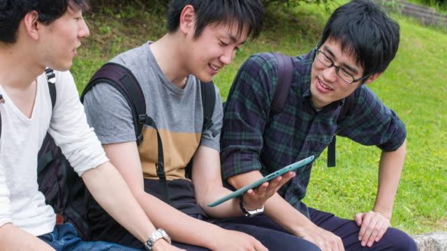 日本人学生デジタル タブレットとの連携 - 大学点の映像素材/bロール