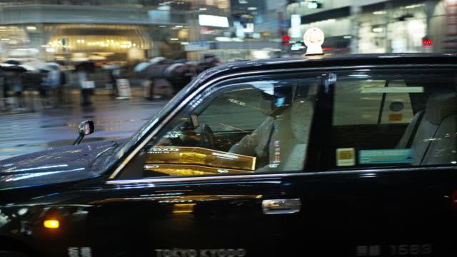 japanese taxi - タクシー点の映像素材/bロール