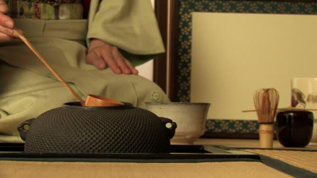 vídeos y material grabado en eventos de stock de japanese tea ceremony - sado