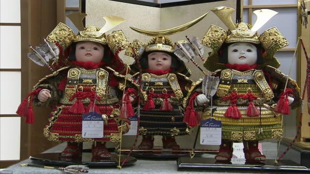 cu japanese traditional dolls, kyoto, japan - kindertag stock-videos und b-roll-filmmaterial