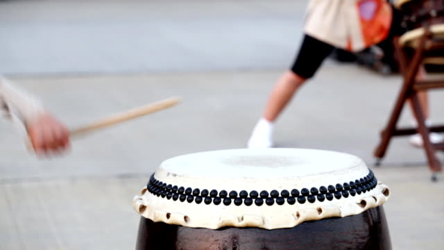 hd: japanese traditional taiko drum and drummer (double video) - drum percussion instrument stock videos & royalty-free footage