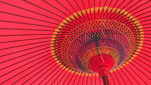 japanese traditional umbrella - 赤点の映像素材/bロール