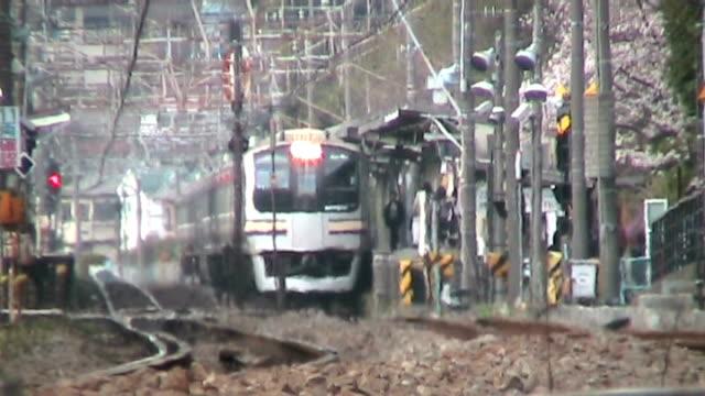 日本の電車夏へイズ - 熱波点の映像素材/bロール
