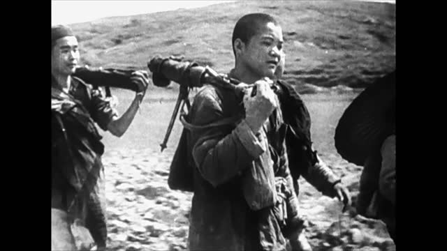japanese troops in china / chinese guerrillas walking throught rural area - 日本の軍事力点の映像素材/bロール