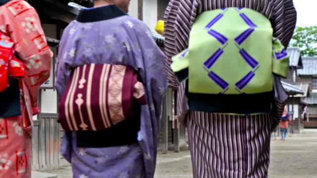 vídeos de stock, filmes e b-roll de vila japonesa no período edo - sandália