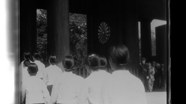 132 japanese war widows now primary and nursery school teachers cleanse and drink ceremonial sake as they enter the yasukuni shrine to honor their... - 1940 stock videos & royalty-free footage
