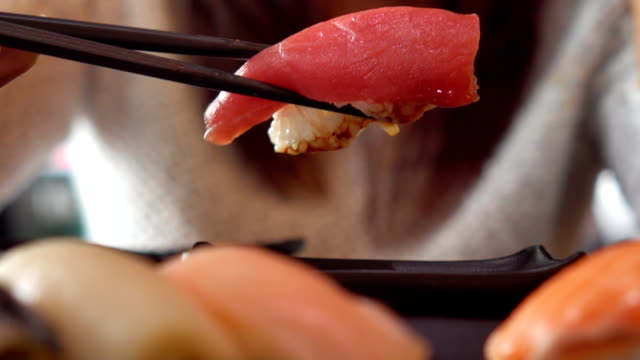 japanese woman eating sushi - sushi video stock e b–roll
