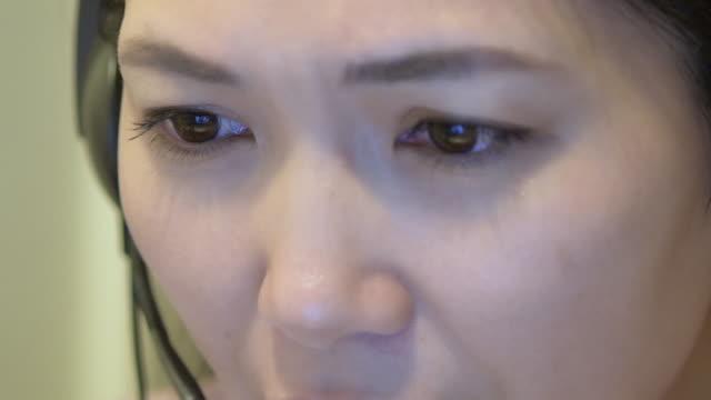 Japanese woman laptop online marketing talk