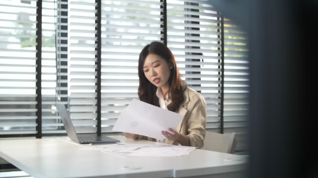 japanese woman using laptop in daylight office - only japanese stock videos & royalty-free footage