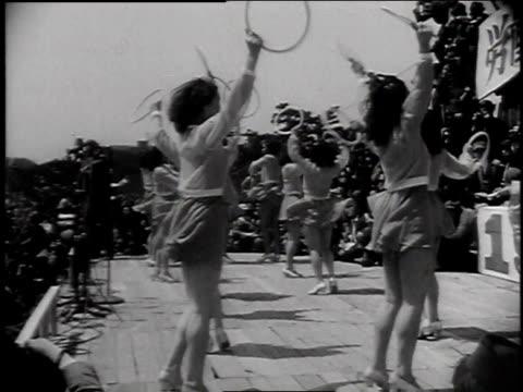 vídeos y material grabado en eventos de stock de japanese women dancing on a stage while crowd watches / tokyo japan - 1947