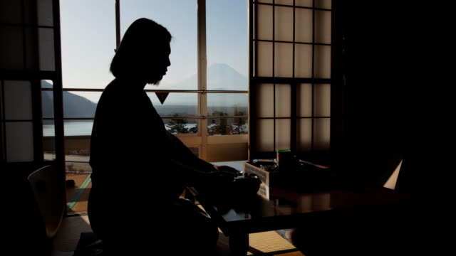 japanese women in traditional kimono drinking tea near window with mt.fuji , japan - giappone video stock e b–roll