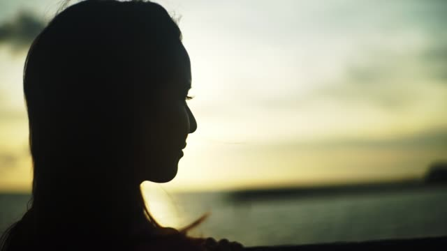 stockvideo's en b-roll-footage met japanese young female looking ocean. - back lit