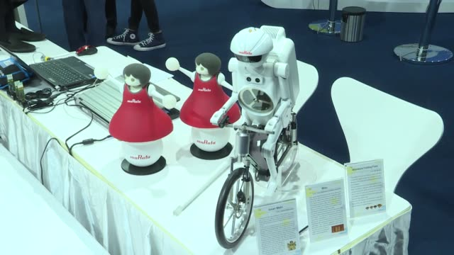 stockvideo's en b-roll-footage met japanesemade robot embodying italian scientist and artist leonardo da vinci was showcased during g20 leaders' summit in the port city of osaka the... - albert einstein