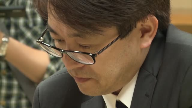 shogi master yoshiharu habu speaks at a press conference in tokyo after picking up his 1434th career win to break a tie with the late yasuharu oyama... - record breaking stock videos & royalty-free footage