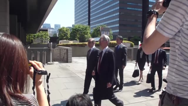 vidéos et rushes de former nissan motor co chairman carlos ghosn arrives at the tokyo district court on may 23 for the first pretrial procedures in his financial... - ghosn