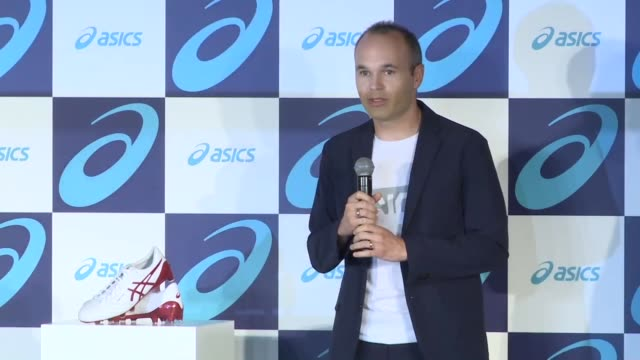 Andres Iniesta of Vissel Kobe and Asics Corp Chairman Motoi Oyama pose for photos during a press conference in Tokyo on Oct 22 2018 Iniesta signed an...