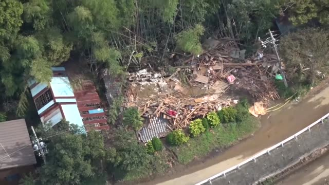 vidéos et rushes de search and rescue operations continued in eastern japan on saturday after torrential rain caused landslides and flooding in wide areas still reeling... - catastrophe naturelle