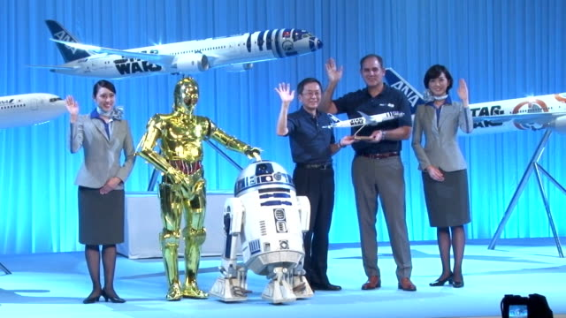 vidéos et rushes de japan's airliner all nippon airways on tuesday inaugurated its boeing 777300 jet painted with bb8 a brand new robot character featured in the latest... - star wars titre d'œuvre
