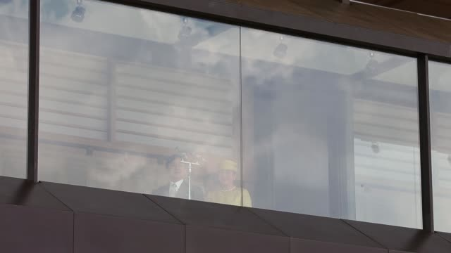 stockvideo's en b-roll-footage met japan's emperor naruhito, empress masako and other members of the japanese royal family make a public appearance on the balcony of the imperial... - verschijning