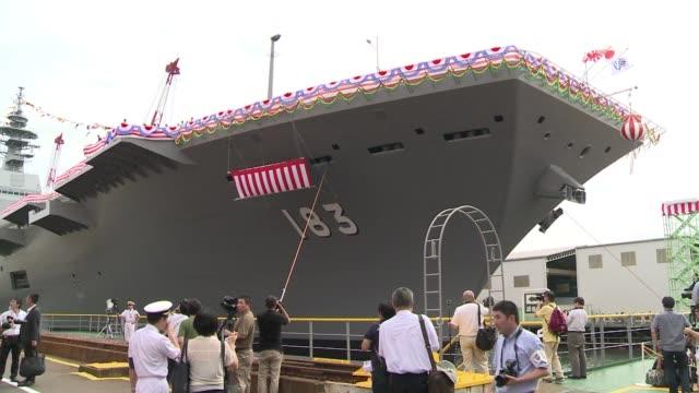 japon mostro este martes el futuro portahelicopteros izumo su mayor navio militar de posguerra en respuesta al creciente poderio militar chino.... - shimane prefecture stock videos & royalty-free footage