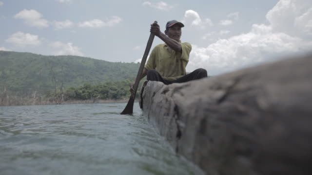 vídeos de stock e filmes b-roll de japrería natives in venezuela - remar com remo