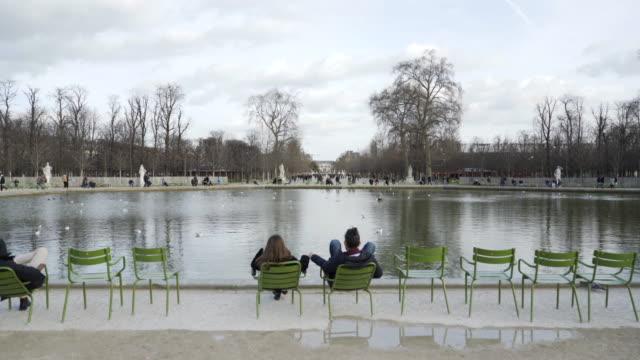 jardin des tuileries paris in winter. - stilrichtung des 17. jahrhunderts stock-videos und b-roll-filmmaterial