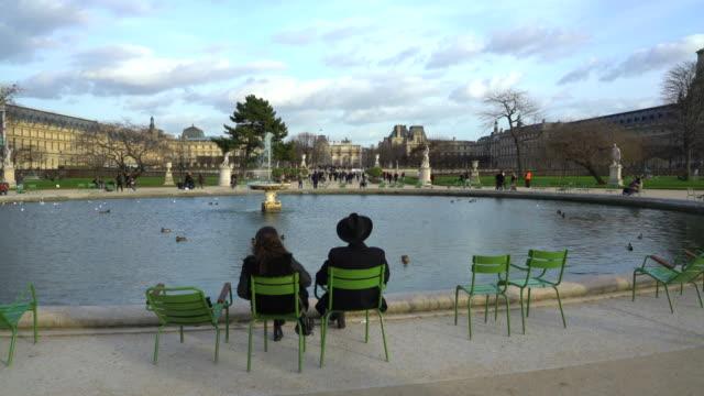 jardin des tuileries paris in winter. - städtereise stock-videos und b-roll-filmmaterial