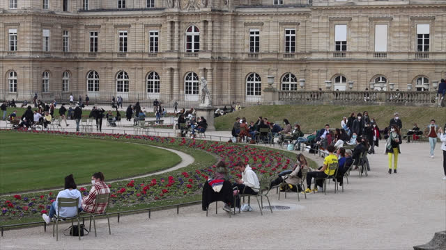 jardin du luxembourg in paris with people in winter - parliament building stock videos & royalty-free footage