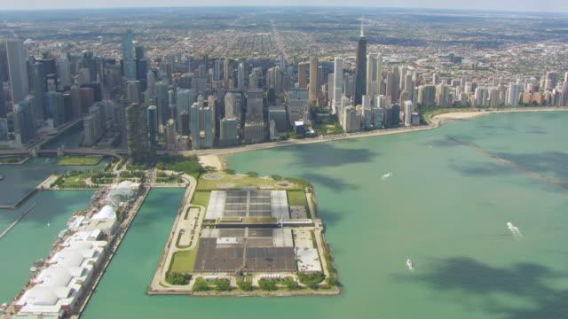 vidéos et rushes de ws aerial pov jardine water purification plant, skyline in background  - eco tourism
