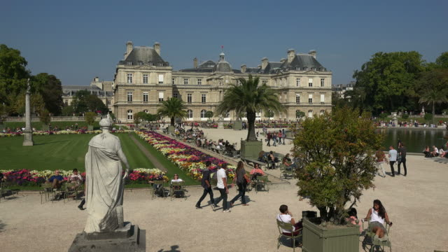 jardins du luxembourg and luxembourg palace, paris, france, europe - 宮殿点の映像素材/bロール