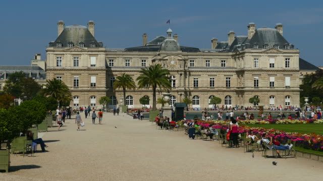 jardins du luxembourg and luxembourg palace, paris, france, europe - palace video stock e b–roll
