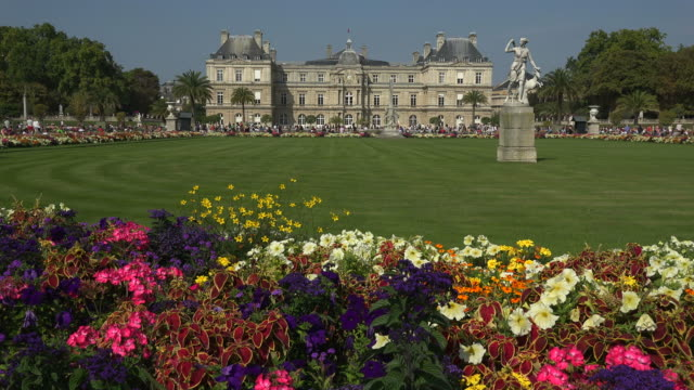 jardins du luxembourg and luxembourg palace, paris, france, europe - xvii° secolo video stock e b–roll