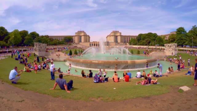 vidéos et rushes de jardins du trocadero in paris. - ensoleillé