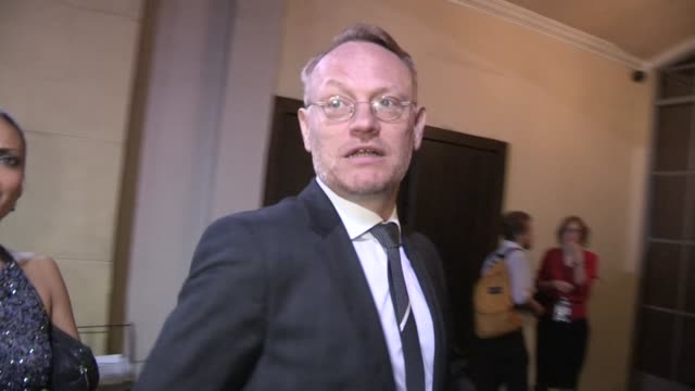 jared harris allegra riggio arriving at the lincoln after party in hollywood 11/08/12 - 映画 リンカーン点の映像素材/bロール