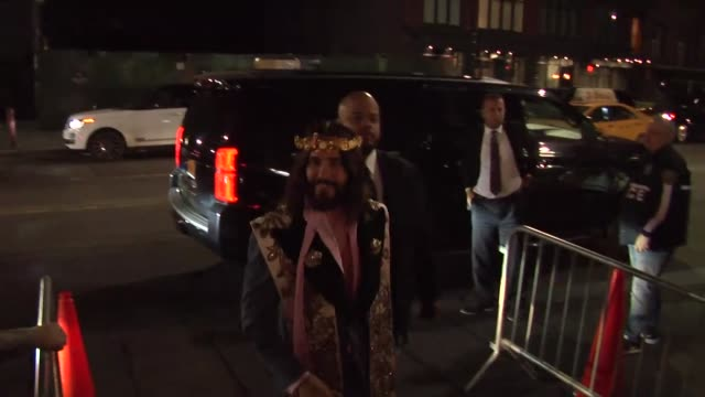 vidéos et rushes de jared leto arrives at a met gala after party in new york city in celebrity sightings in new york, - gala