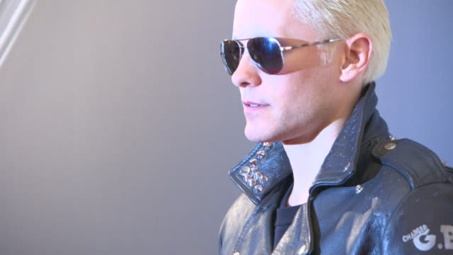 vídeos de stock, filmes e b-roll de jared leto at paris fashion week tasting night with galaxy at four seasons hotel george v on march 09 2015 in paris france - four seasons hotel