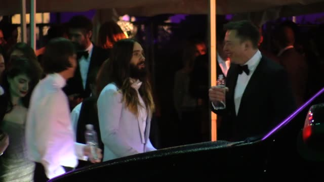 vídeos y material grabado en eventos de stock de jared leto depart the 2015 vanity fair oscar party in los angeles in celebrity sightings in los angeles - vanity fair oscar party