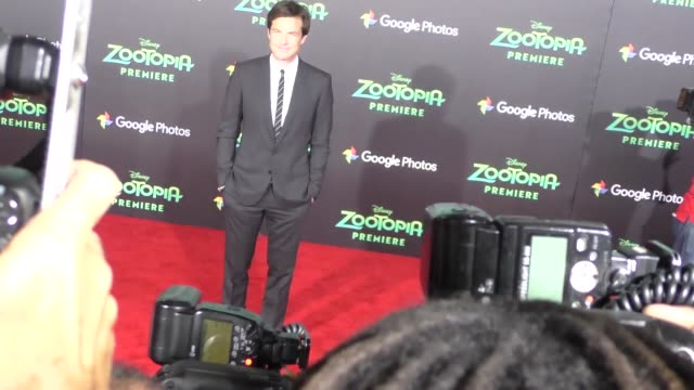 vidéos et rushes de jason bateman at the zootopia premiere at el capitan theatre in hollywood at celebrity sightings in los angeles on february 17 2016 in los angeles... - cinéma el capitan