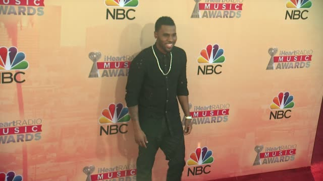 vídeos de stock, filmes e b-roll de jason derulo at the 2015 iheartradio music awards red carpet arrivals at the shrine auditorium on march 29 2015 in los angeles california - shrine auditorium