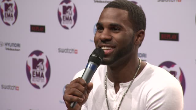 vídeos y material grabado en eventos de stock de jason derulo on being at the mobo awards when the teleprompter failed at the mtv europe music awards 2011 press conference at belfast northern ireland - teleprompter