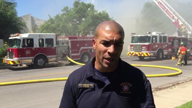jason evans of dallas fire department sot, 4 alarm fire at southwind apartments in dallas. a massive response of over 90 firefighters was needed to... - fire protection suit stock videos & royalty-free footage