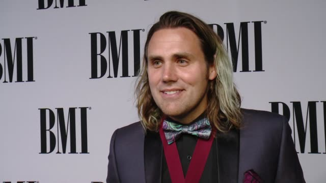 vídeos de stock, filmes e b-roll de interview jason evigan on what it means to receive this recognition from bmi the most rewarding part of songwriting his advice for aspiring... - four seasons hotel