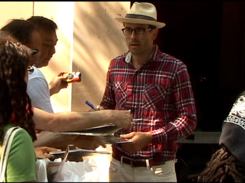 jason lee signs autographs for fans as he arrives at 'live with regis kelly' in new york 06/09/11 - autographing stock videos and b-roll footage