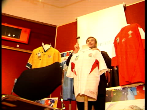 jason leonard shirt auctioned itv late news u'lay jason leonard posing with rugby shirt gv rugby shirts on display - itv late news stock-videos und b-roll-filmmaterial