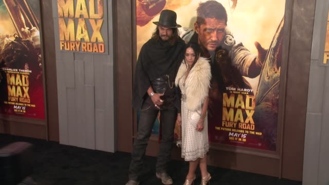 stockvideo's en b-roll-footage met jason momoa and lisa bonet at the mad max fury road los angeles premiere at tcl chinese theatre on may 07 2015 in hollywood california - tcl chinese theatre
