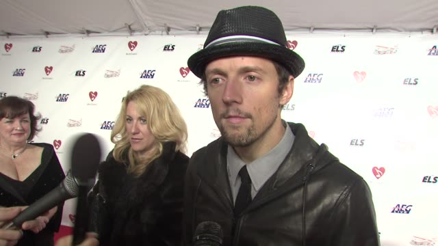 Jason Mraz on the event the music of Neil Diamond at the MusiCaresr 2009 Person Of The Year Tribute at Los Angeles CA